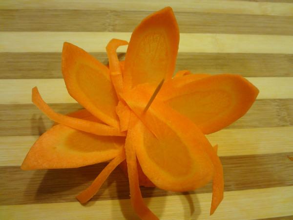 Цветы из моркови - шаг 8