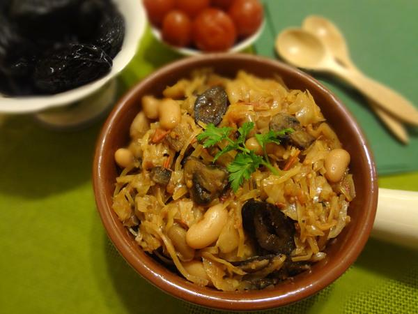 Тушеная капуста с грибами и черносливом, на сковороде