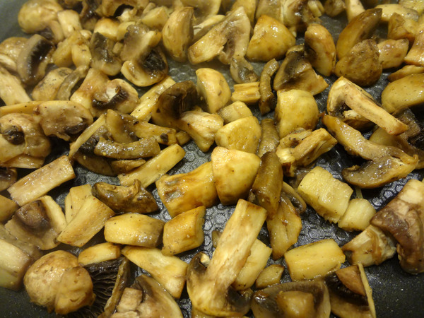 Тушеная капуста с грибами и черносливом – шаг 1