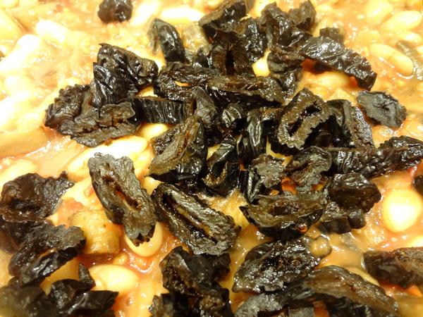 Тушеная капуста с грибами и черносливом – шаг 4
