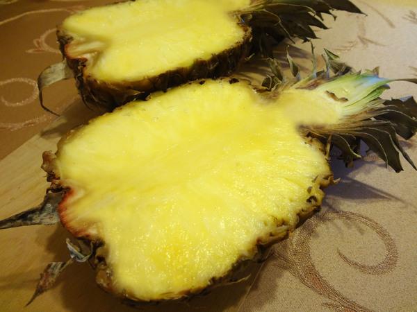 Шаг 1 - разрежьте ананас