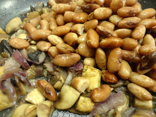 Фасоль тушеная с грибами – шаг 4