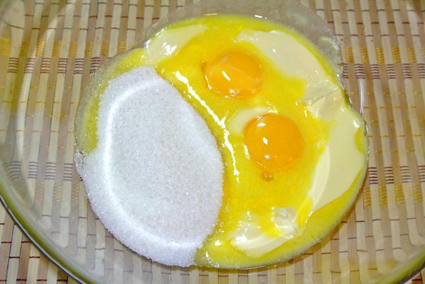 Шаг 1 - соедините масло и сахар