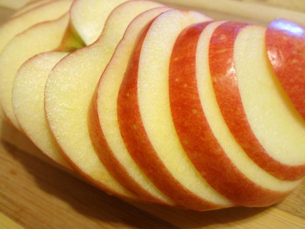 Оладьи с финиками и яблоками – шаг 10
