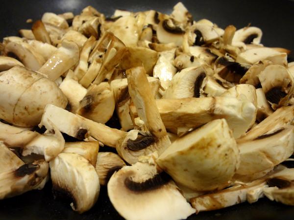 Шаг 4 - обжарьте грибы