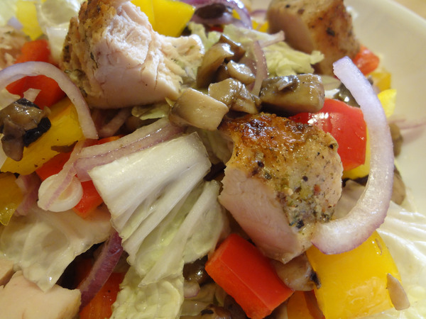 Салат с курицей и грибами – шаг 10