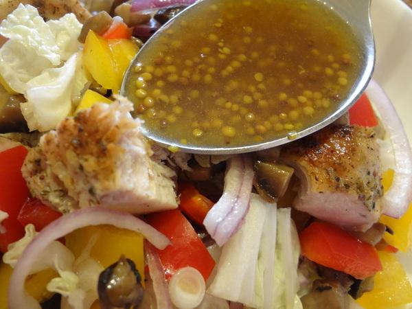 Салат с курицей и грибами – шаг 11