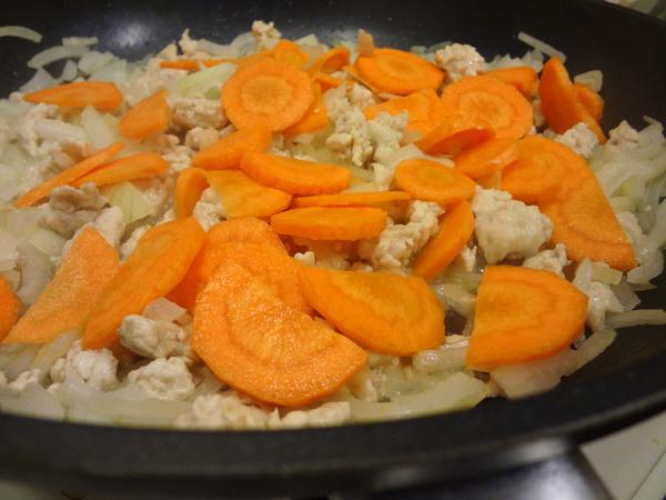 Шаг 3 - добавьте морковь
