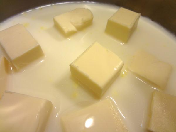 Шаг 8 - плавленый сыр разведите в молоке