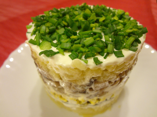 Салат Нарциссы - шаг 7 - поместите салат в холодильник
