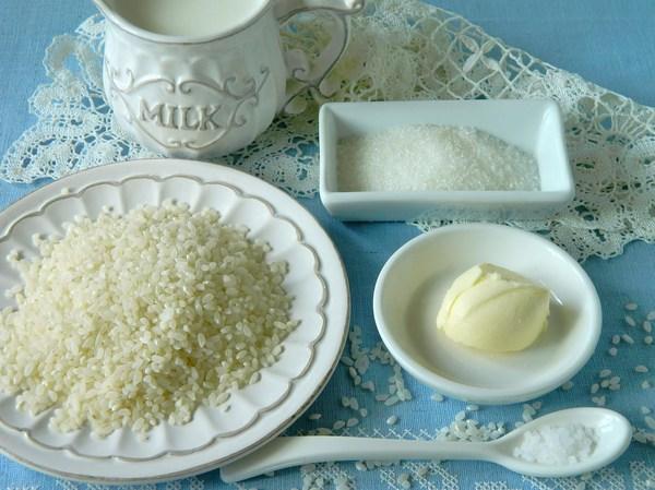 Ингредиенты для приготовления рисовой каши на молоке