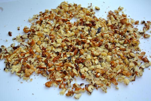 Ореховые палочки шаг 1 - порубите орехи