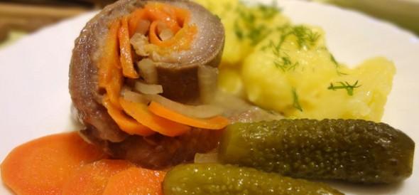 Селедочные рулетики с морковью и луком