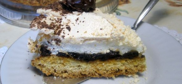 Пирог-безе с черносливом