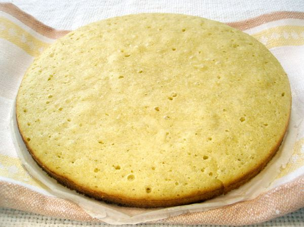 Бисквит с маскарпоне и фруктами - шаг 6