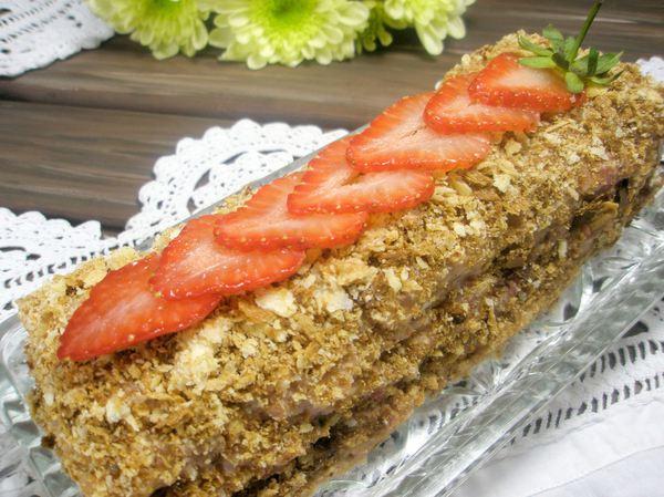Слоеный торт с клубникой - шаг 9