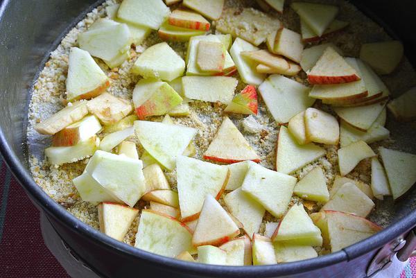 Яблочный пирог шарлотка - шаг 7