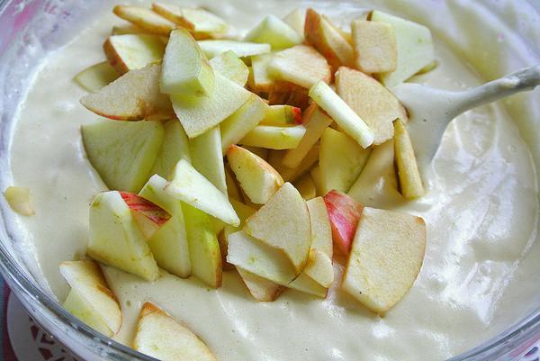 Яблочный пирог шарлотка - шаг 8