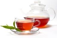 Чай в прозрачной чашке и прозрачный заварник