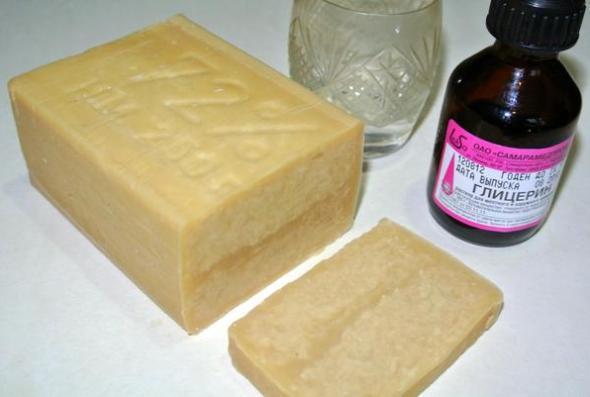 Глицерин, хозяйственное мыло и водка - ингредиенты безопасного моющего средства