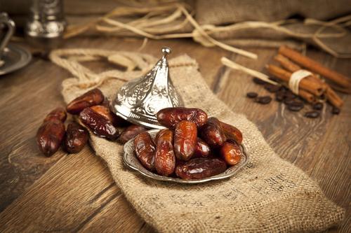 Финики являются одним из основных продуктов питания в восточной кухне