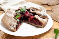 Пирог галета с замороженными ягодами