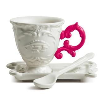Кофейная чашка с блюдцем и ложечкой