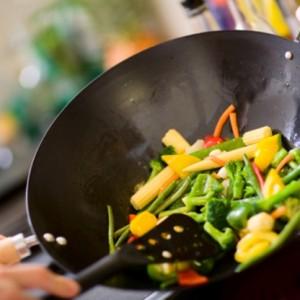 Овощи, приготовленные на сковороде вок