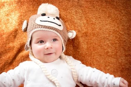 Рукодельницы могут связать к Новому году шапочку в виде обезьянки