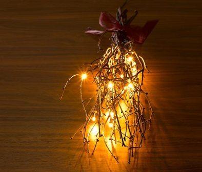 Декоративная светодиодная ветка, излучающая мягкий белый свет, украсит любой