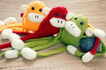 Связанная собственноручно к Новому году обезьянка - уникальный душевный подарок