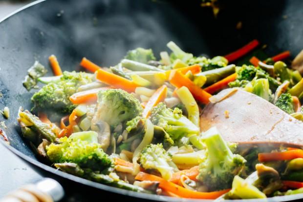 Wok stir fry with vegetables steaming