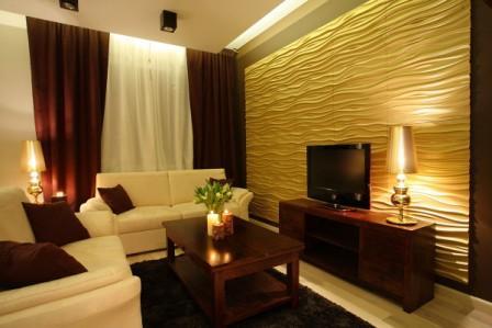 Гипсовые желтые панели в виде волн в гостиной