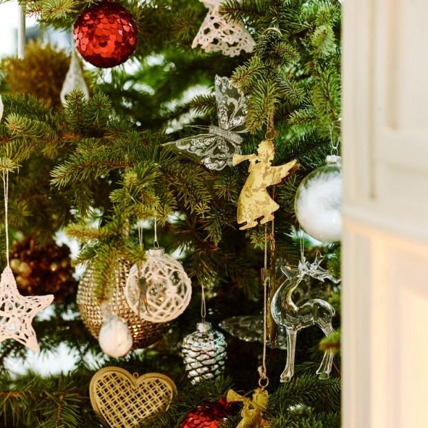 Новогодняя елкас красивыми игрушками