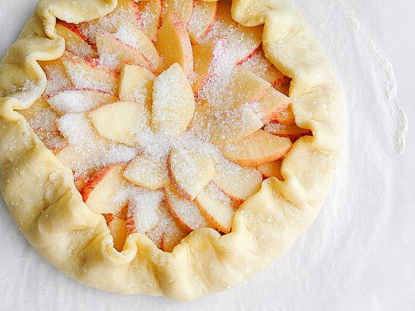 Галета с яблоками из сырого теста