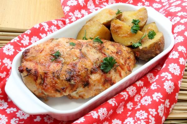 Запеченные куриные грудки, с картофелем