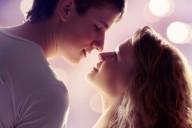 Влюбленная пара устремилась в поцелуе