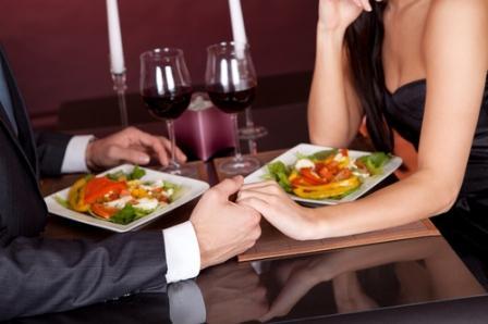 По традиции, в День Валентина влюбленные встречаются для романтического ужина