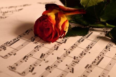 Нотный лист и роза
