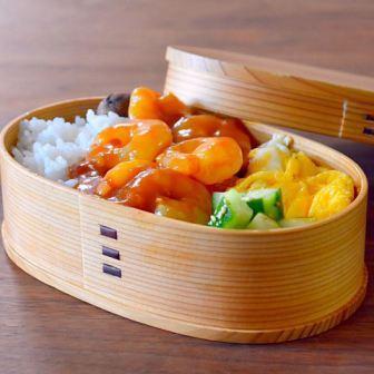 Коробочка для японского обеда бэнто