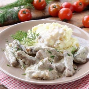 Бефстроганов из говядины с картофелем