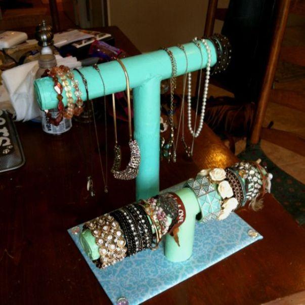 Подставка для украшений и бижутерии из рулонов для бумажных полотенец