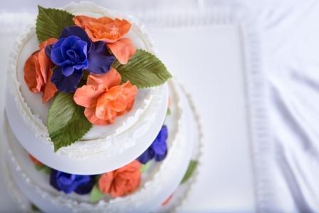 Торт украшенный розами