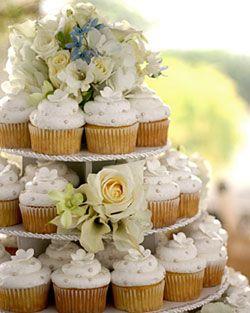 tort-iz-kapkejkov-svadebnyj