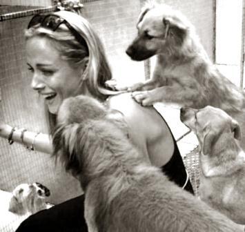 Рива Стинкамп в приюте для бездомных животных