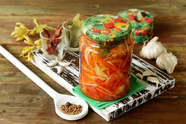 Закуска из овощей на зиму с помидорами и болгарским перцем