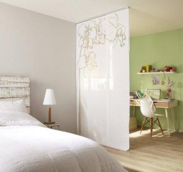 Декоративная стеклянная перегородка для разделения комнаты