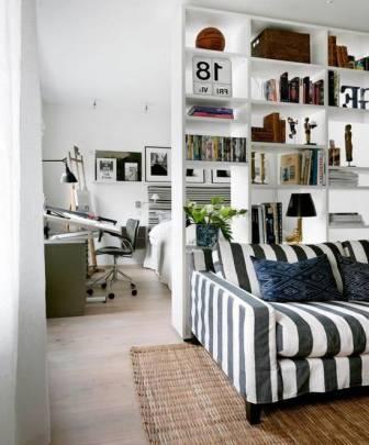 Книжная перегородка в комнате