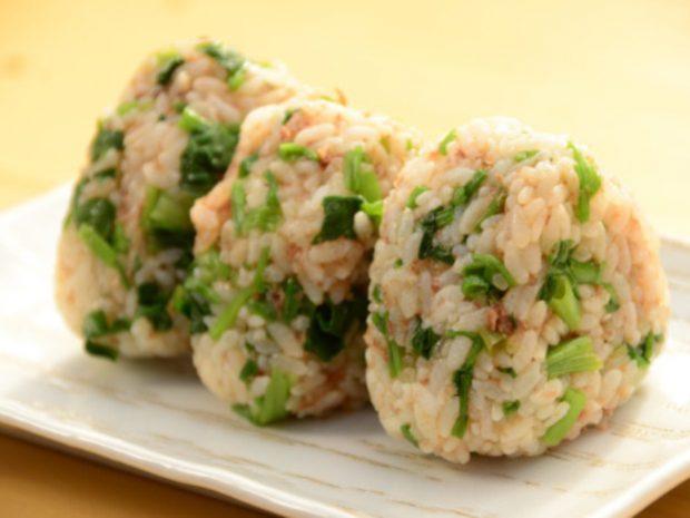 Рисовые японские треугольные онигири