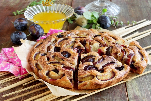 Пирог со сливами. Сливовая шарлотка